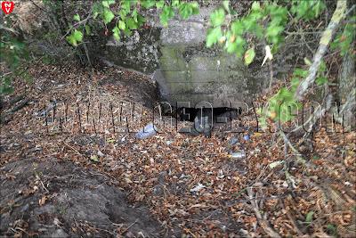 Польский бункер у деревни Набережная. Свалка мусора. Сапог