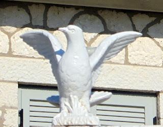 το μνημείο πεσόντων στο Μαραντοχώρι της Λευκάδας