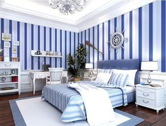 Streifen-schlafzimmer-wandgestaltung-Ideen-mit-weiß-und-Blauem-Mittelmeer-Farbe