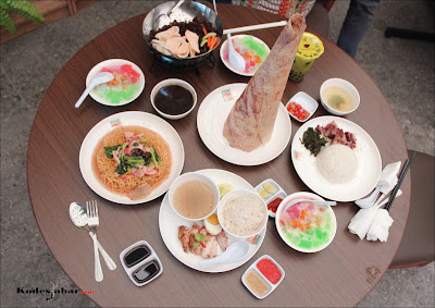 Beberapa menu makanan Pasar Pinuh pesanan Mimin dan dua sahabat Blogger BDG.