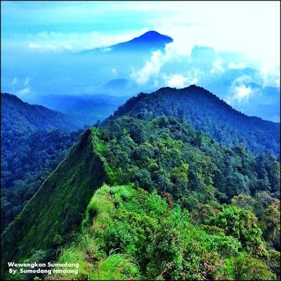Photo Gunung Tampomas Dari Perbatasan Kabupaten