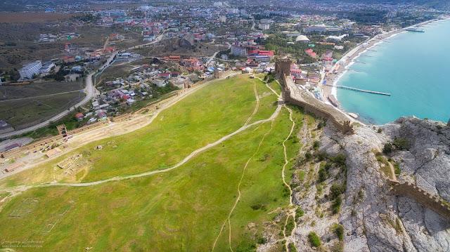 Вид с квадрокоптера. Судакская крепость, Крым.