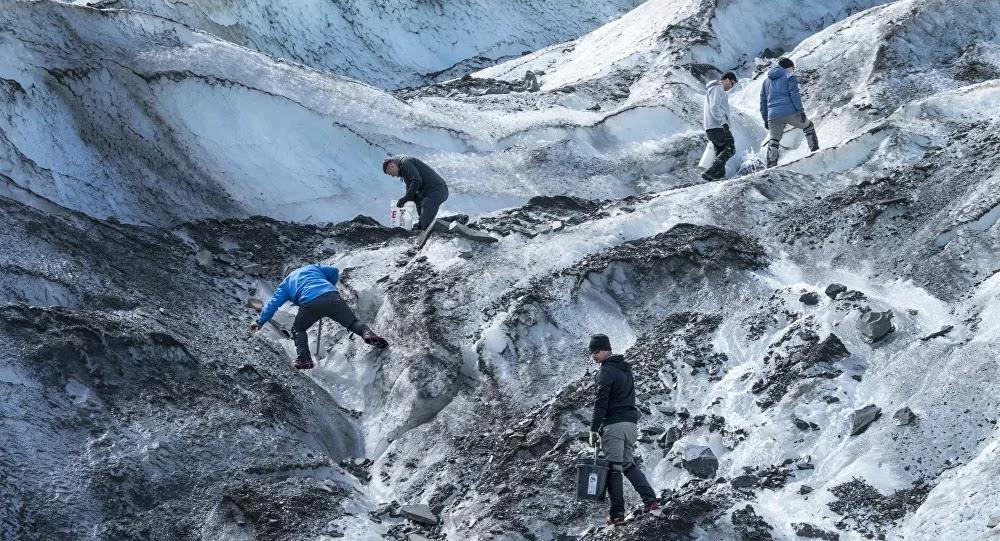 Hallazgo en Alaska: encuentran en un glaciar restos de un avión caído en 1952