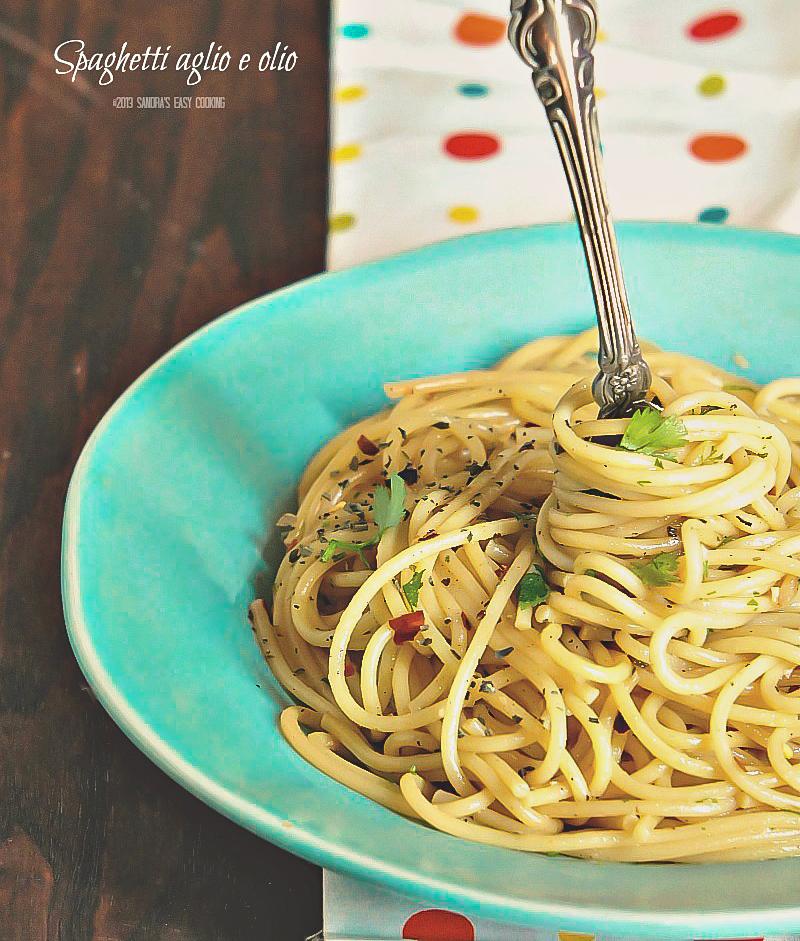 recipe for delicious homemade Spaghetti aglio e olio-olive oil garlic pasta
