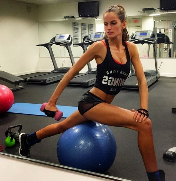 Izabel Goulart shows the body healed in academia | Let's work out!