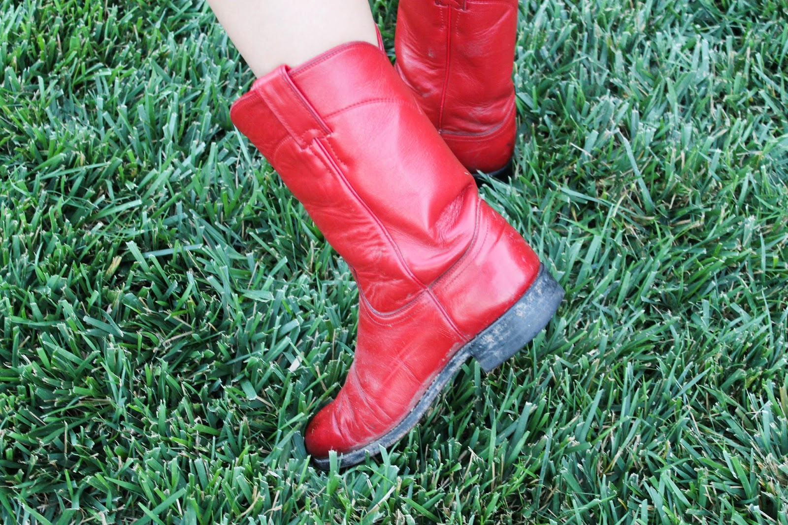 Petite red cowboy boots nu men wwf naked