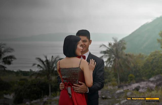 Cinta dan Andre: Foto Prewedding di Silalahi, Danau Toba