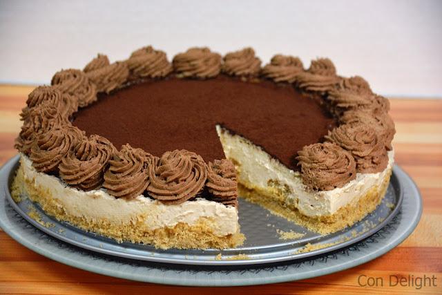 חתיכת עוגת גבינה טירמיסו Tiramisu cheesecake slice