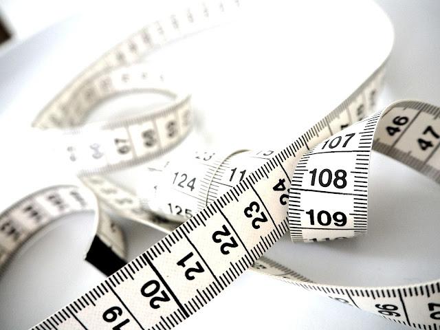 Saippuakuplia olohuoneessa- blogi, Kuva Hanna Poikkilehto, mittanauha, paino, lihominen, laihtuminen, imetys, laihduttaminen, vauva, taapero, äitiys, hyvinvointi, liikunta, uni,