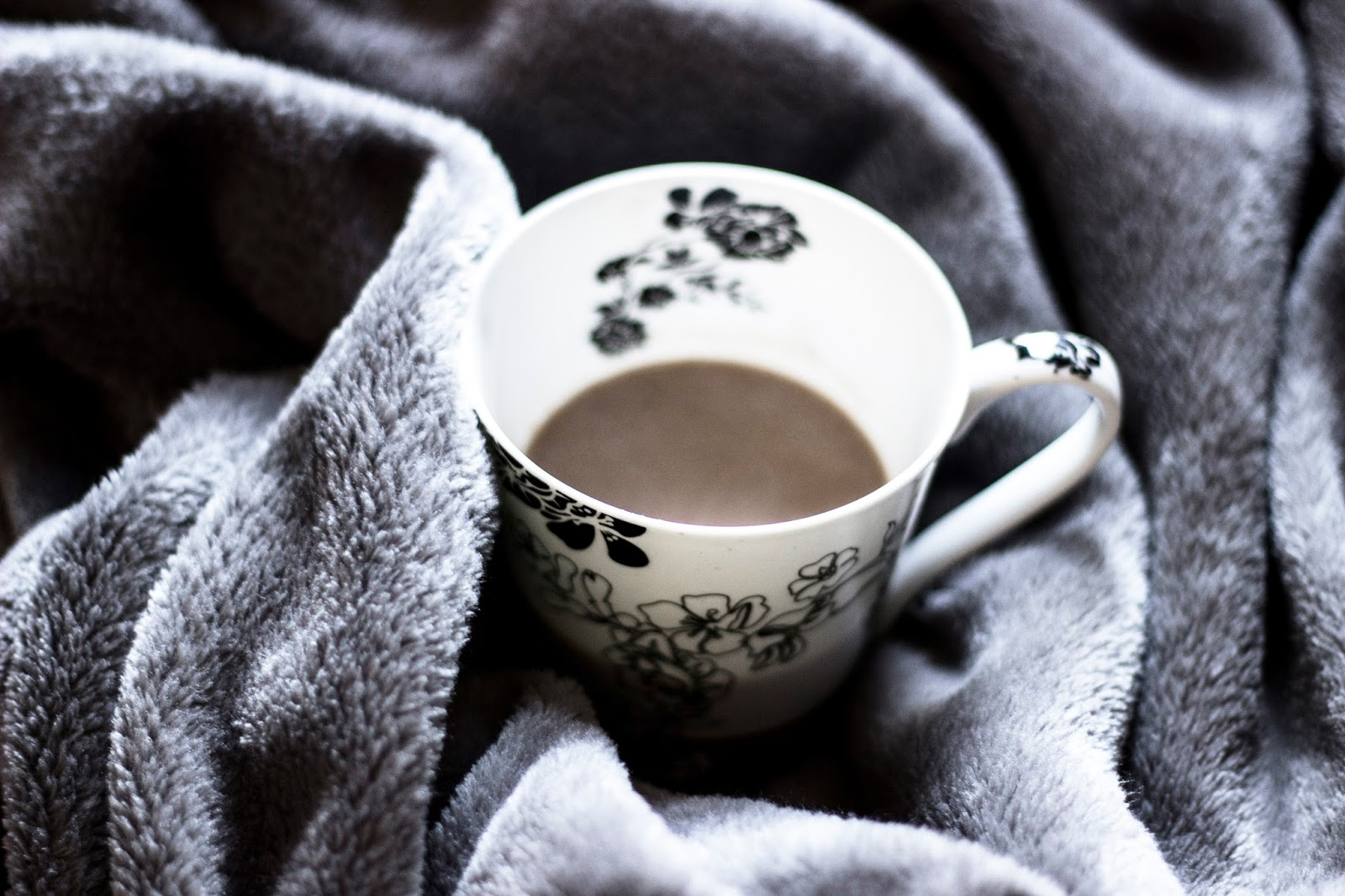 http://www.thewhimsicalwildling.com/2016/10/healthy-hot-chocolate.html