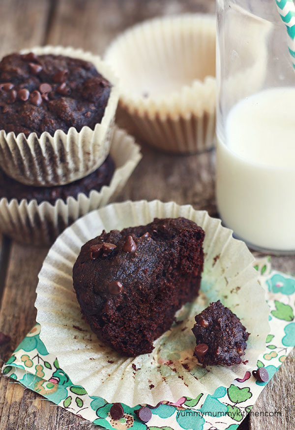 These paleo chocolate banana muffins are made with almond flour and cacao.