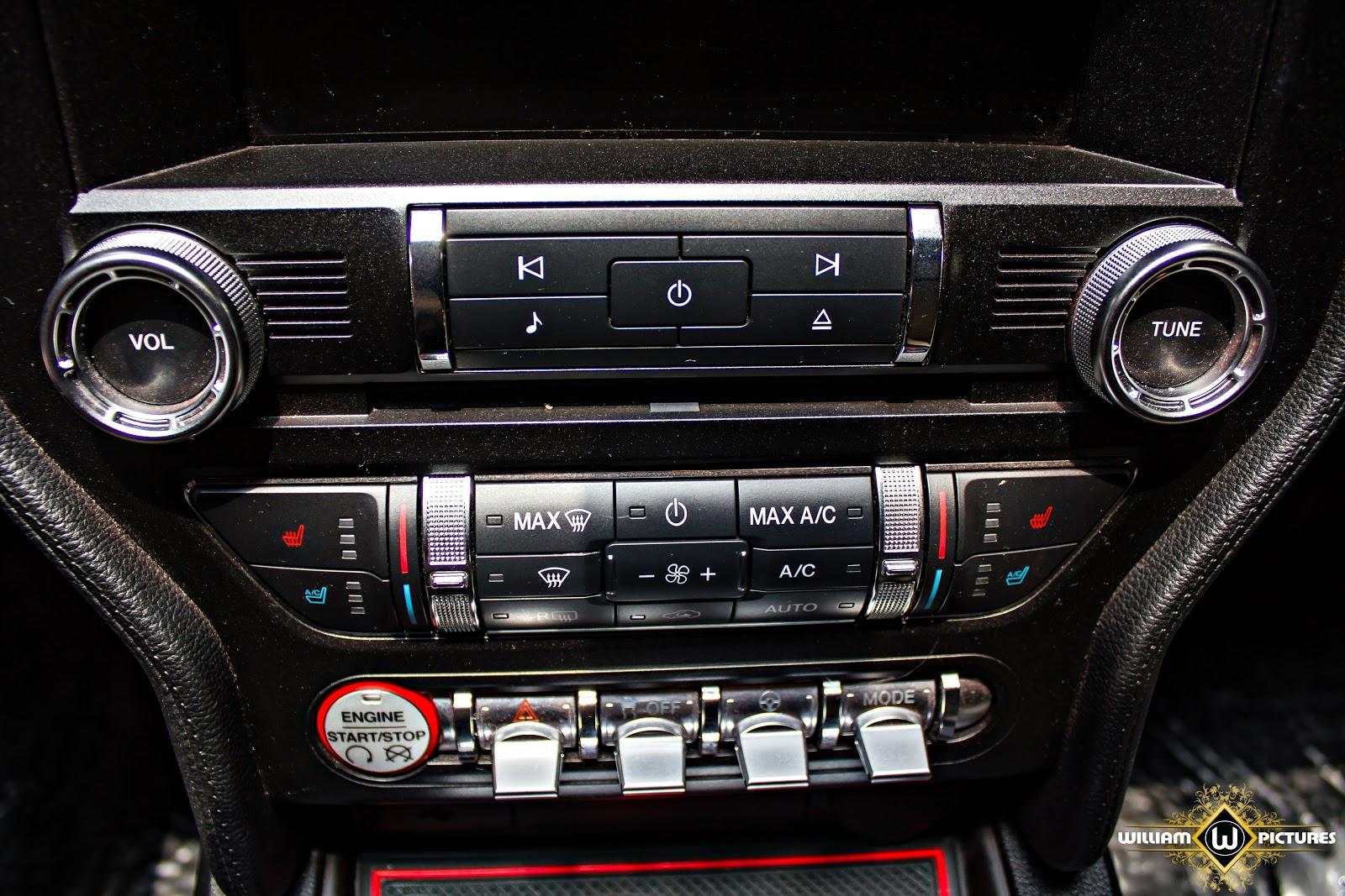Hệ thống giải trí của xe là hệ thống đỉnh cao, giúp lái xe thêm phấn khích