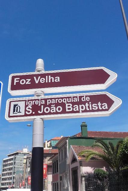 Placas indicativas da Foz Velha e da Igreja de São João Baptista