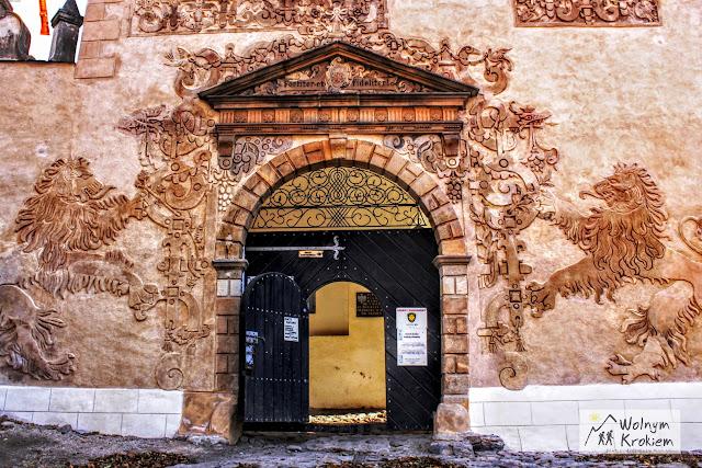 Brama Zamku Grodno z gryfami