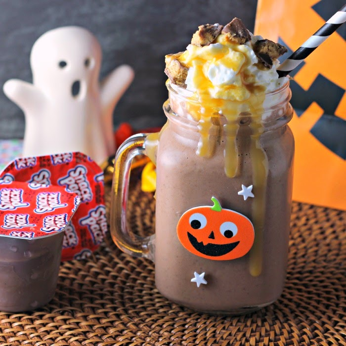 Candy Bar Pudding Cup Smoothie: chocolate pudding, candy, whipped topping, and caramel syrup #shop #snackpackmixins