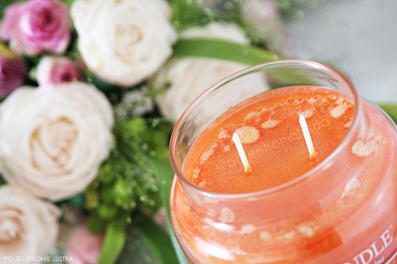 dwuknotowa świeca zapachowa country candle sunshine & daisies