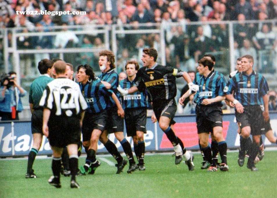 Image result for ronaldo 1998 inter juventus