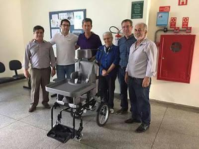 Apae  recebe cadeira de roda como doação do Rotary Clube Ouro de Registro-SP