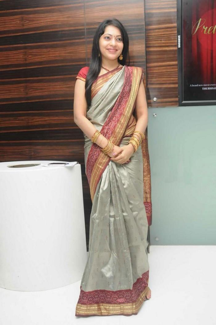 Tv Anchor Ramya Long Hair Hip Navel Show In Saree