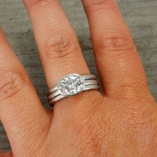 oval moissanite wedding rings