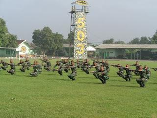 Tingkatkan Kemampuan Fisik, Prajurit Yonif Para Raider 503 Kostrad Laksanakan Senam Senjata