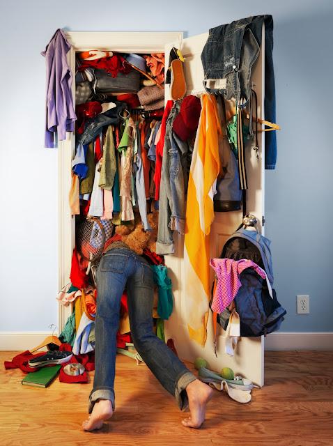 Resultado de imagen para closet desordenado