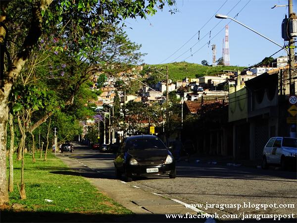 A rua Alto do Rio Bravo possui baixo trânsito de veículos