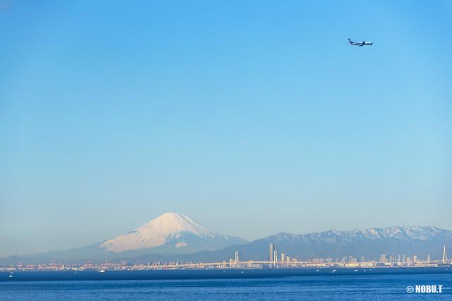 富士山と飛行機~海ほたるPA