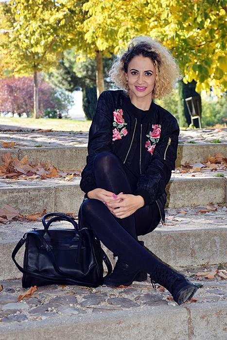 outfit-bomber-parches-flores-4