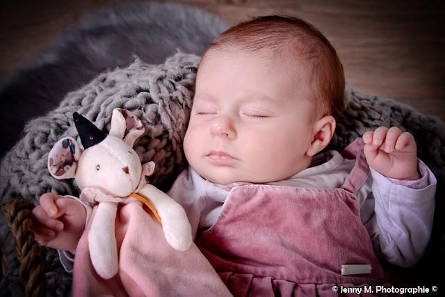 portrait bébé photo studio bébé avec doudou