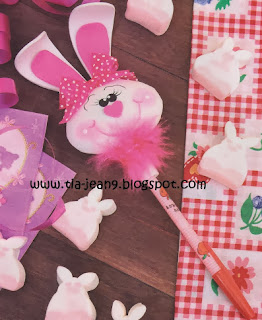 http://tia-jean9.blogspot.com.es/2013/08/decora-tu-esfero-o-lapicero-al-estilo.html