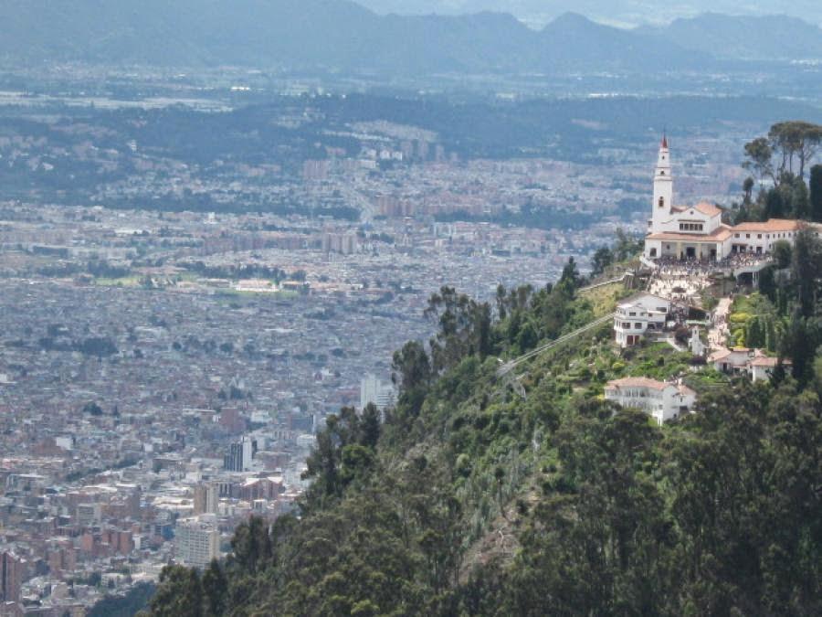 Panorámica de Monserrate y la ciudad de Bogotá