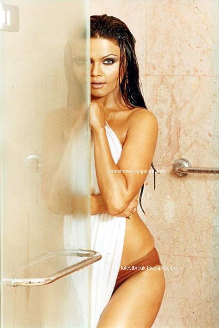Rakhi Sawant Sexy Pics  Hot-Celebs-Wallpapers-9240