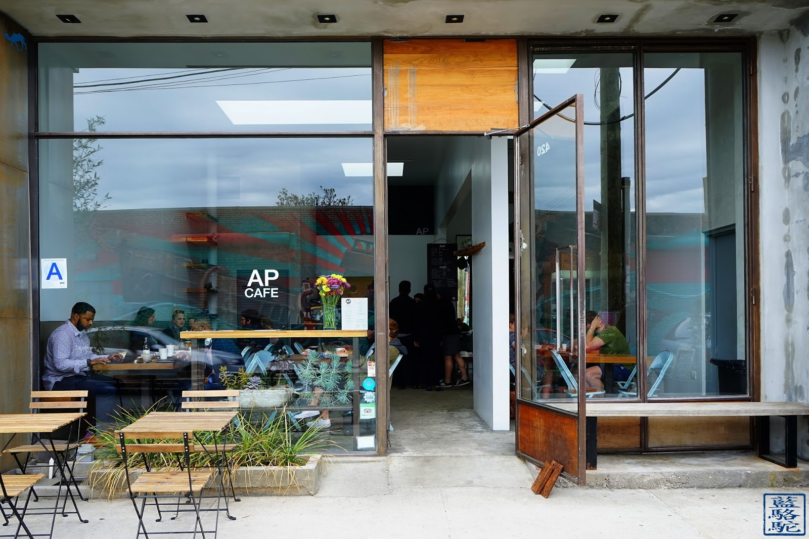 Le Chameau Bleu - Street Art Bushwick 2017 - AP Cafe - Pause café à Brooklyn
