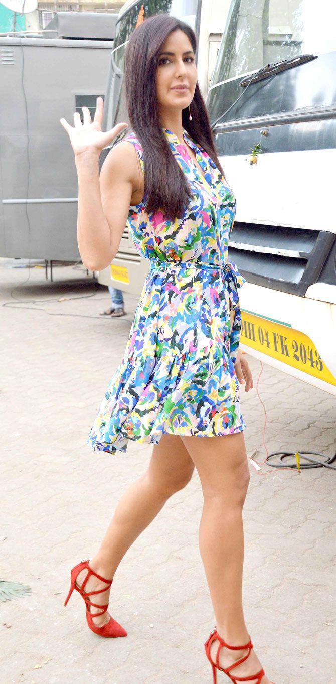 Picture Picnic  Katrina Kaif Showcasing Her Toned Sexy -1273