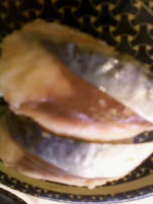 Saba-zushi (rod-shaped sushi topped with mackerel)