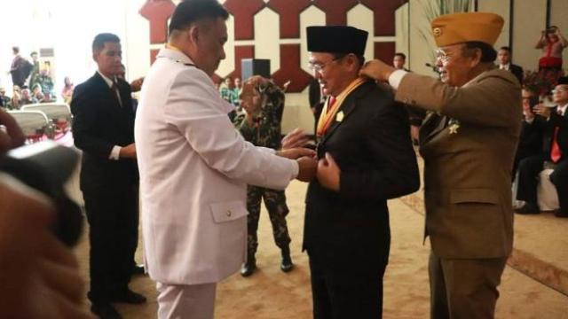 Bacakan Teks Proklamasi, Ketua DPRD Sulut Menerima Bintang Penghargaan LVRI Di HUT ke-73 RI