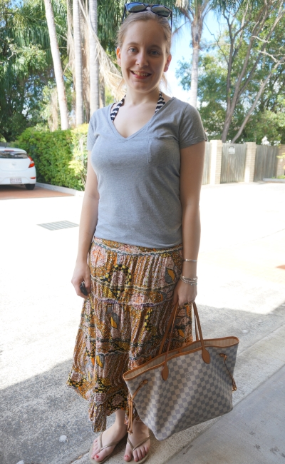 grey tee, printed maxi skirt, louis vuitton neverfull beach bag outfit | awayfromblue