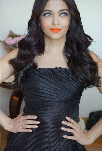 Aishwarya Rai Bachchan Ravishing in black dress at Cannes