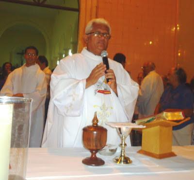Resultado de imagem para fotos de padre ramos celebrando a missa sao paulo do potengi