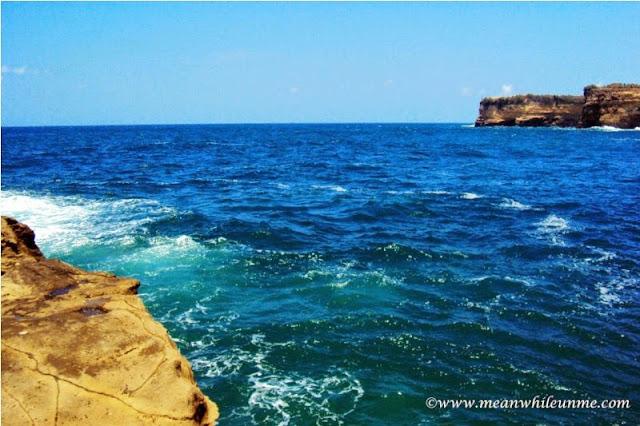 Pantai Klayar Pacitan ombak tenang menghanyutkan