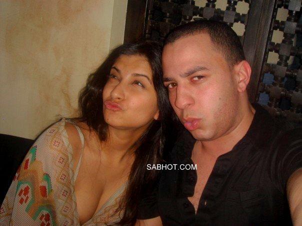 Sexy Sonam Kapoor Deep Cleavage Show At Nightclub