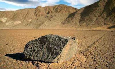 batu,aneh,bergerak,berjalan
