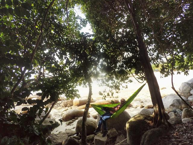 Hammockan di Pantai Trikora 3 Bintan