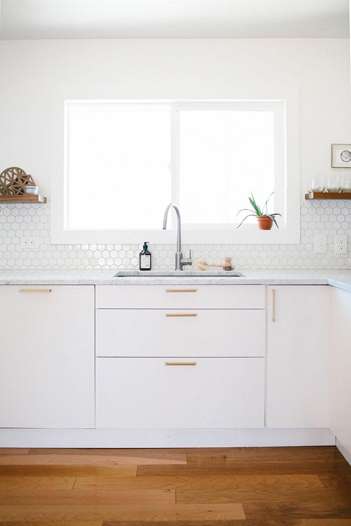 Decor me antes despu s una cocina de tiradores dorados - Tiradores para cocinas ...