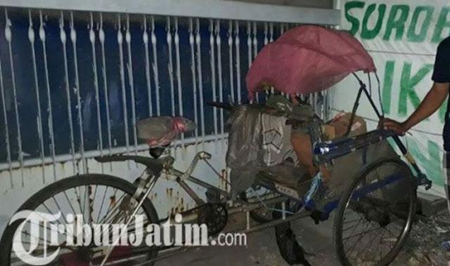 Kisah Kakek yang Hidup di Atas Becak hingga Meninggal dan Jenazahnya Ditolak Keluarga