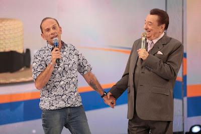 Rafael Ilha e Raul Gil (Crédito: Rodrigo Belentani /SBT)