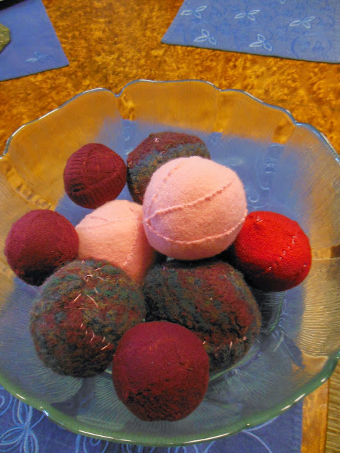 How to make, Homemade Woolen Dryer Balls, from re-purposed wool sweaters.