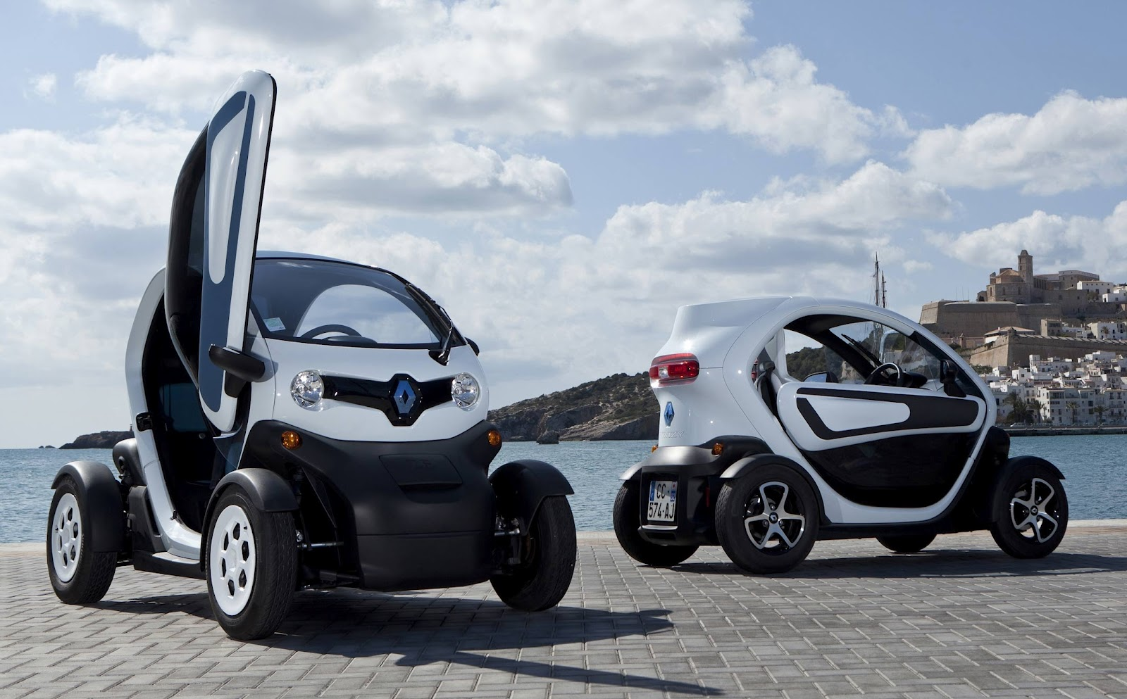 renault twizy concorrente el ctrico do smart j tem. Black Bedroom Furniture Sets. Home Design Ideas