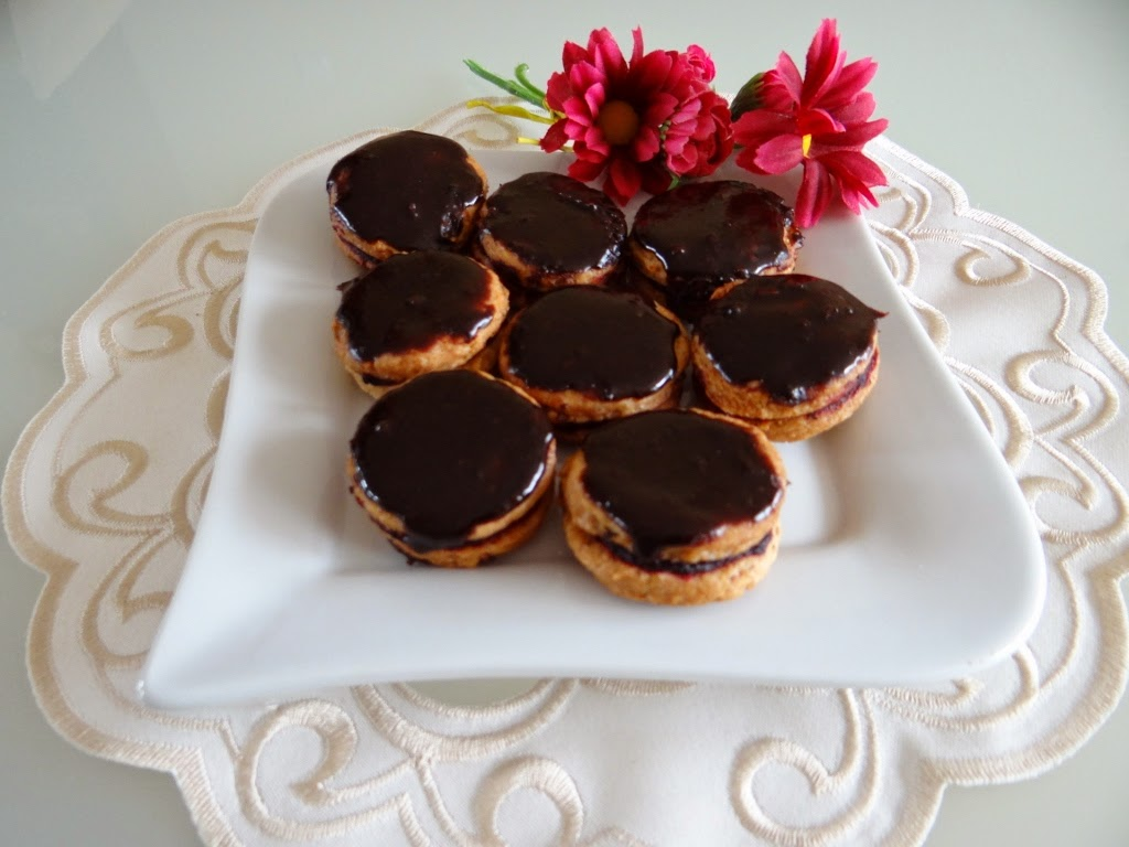 Orzechowe ciasteczka z dżemem